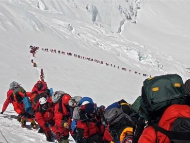 Hay-cola-para-subir-el-Everest
